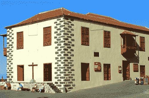 Casa de la Aduana, junto al muelle pesquero, sede de la Oficina Municipal de Turismo