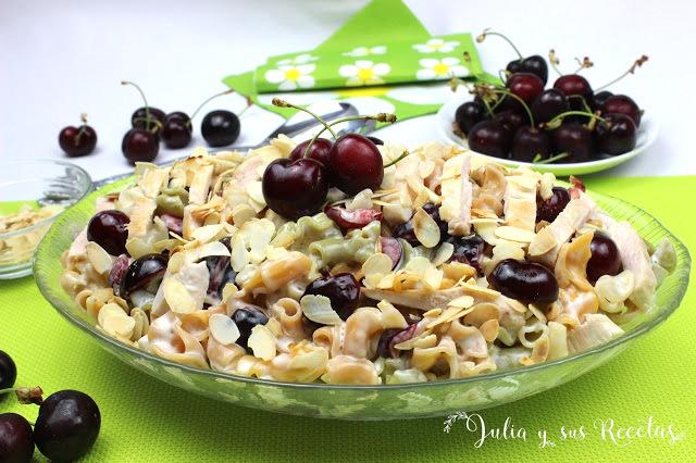 Ensalada de pasta, cerezas y pollo. Julia y sus recetas