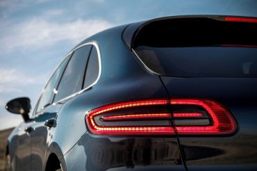 New 2016 Porsche Macan R4 SUV Tailight picture
