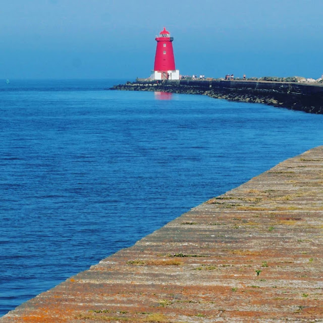 One day in Dublin itinerary: Walk from Sandymount Strand to Poolbeg Lighthouse