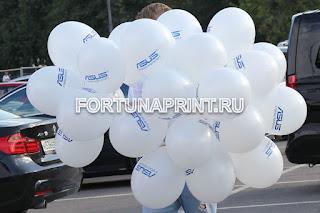 Рекламная раздача воздушных шаров с логотипом