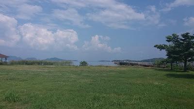 Foto van het uitzicht van de pier van Ko Lanta Town