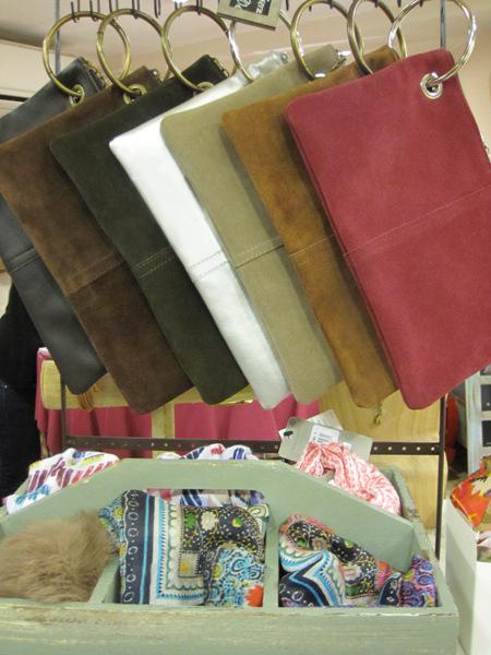 Bolsos de piel con anilla o carteras con argolla