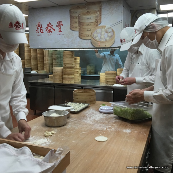 Fungs Kitchen: Travels With Carole: Good Eats: Din Tai Fung, Taipei, Taiwan