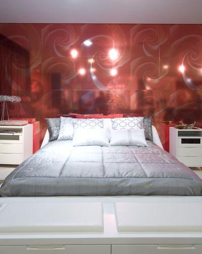 Dormitorio matrimonial rojo blanco y gris via www for Dormitorio rojo y blanco