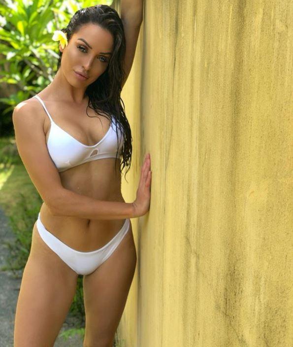 bikini photoshoot Australian model lucinda nicholas