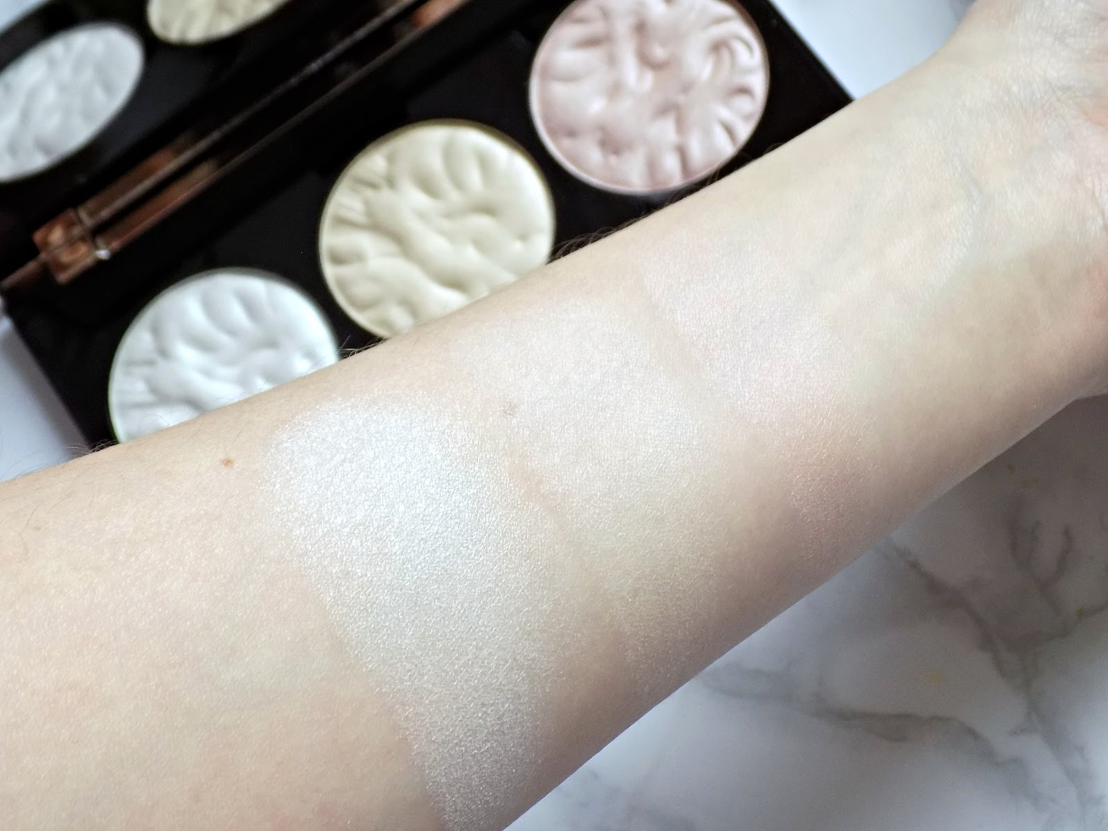 Makeup Revolution Strobe Lighting palette swatches