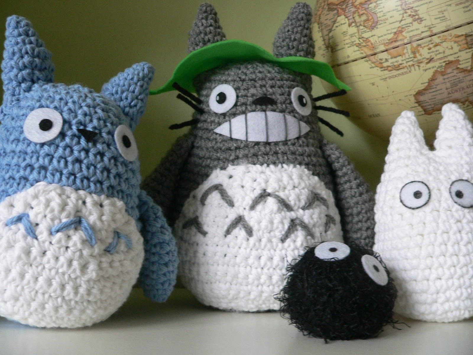 White Totoro Amigurumi | Made for Hanna, to go with the Blue… | Flickr | 1200x1600