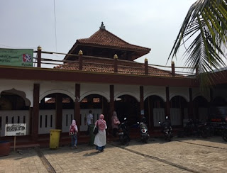 http://www.teluklove.com/2017/05/daya-tarik-objek-wisata-masjid-al-alam.html