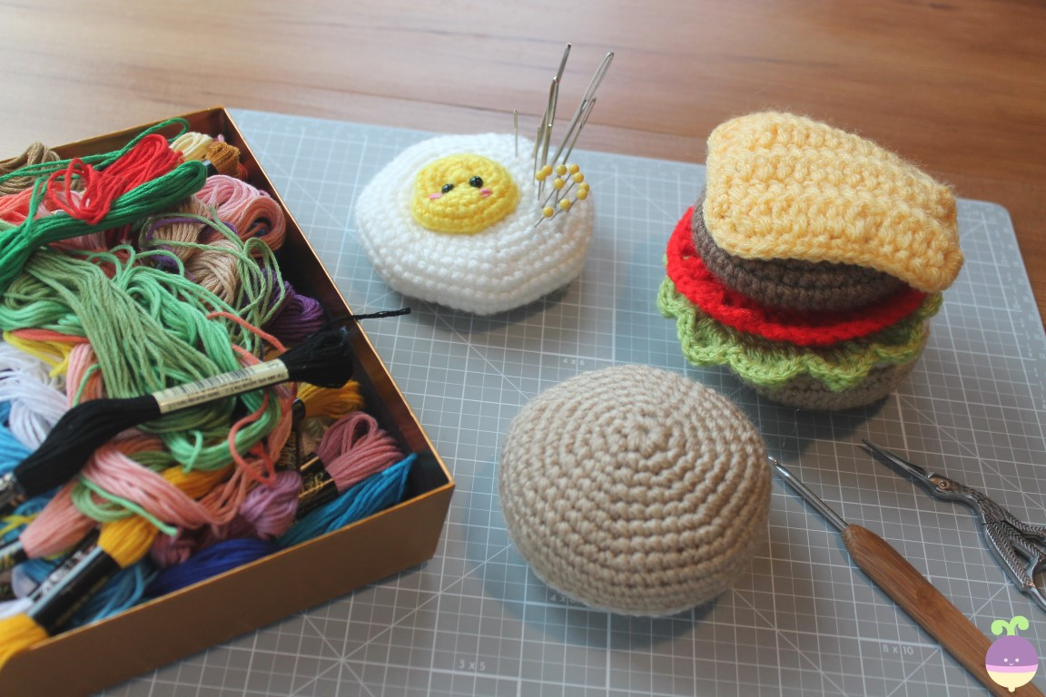 Amigurumi Food  How to embroider eyes on amigurumis   Como bordar ... ef1f6bf6abf