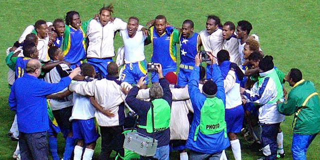 Las Islas Salomón celebran tras eliminar a Nueva Zelanda en las eliminatorias de Oceanía rumbo a Alemania 2006