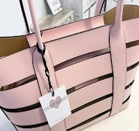 Logo Partecipa con pochi step e vinci gratis una borsa personalizzata Deep Rose
