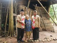 Alangkah Bahagianya Nenek Runtah dapat Bantuan dari Bupati untuk Perbaikan Rumahnya yang Hampir Roboh