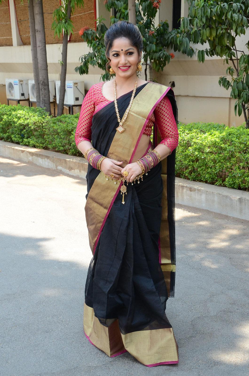 madhavi latha latest pics-HQ-Photo-6