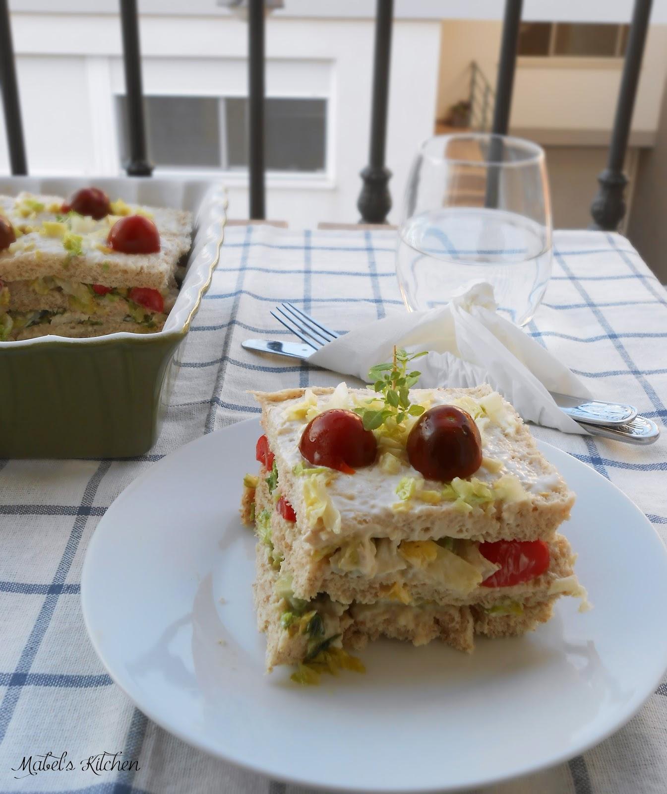 pastel-frío-pan-molde-pollo-aguacate