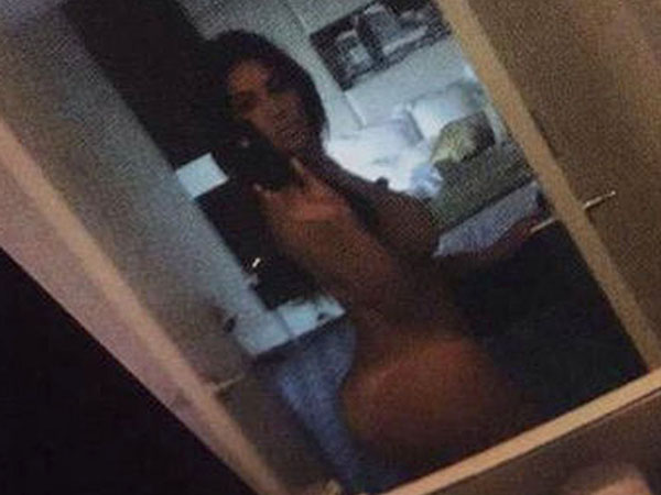 The Kardashians Spam Internet With Nude Selfies For No F -1154