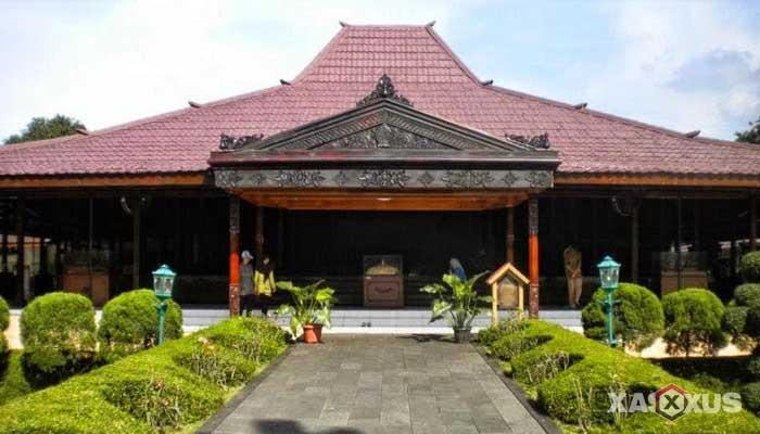 Gambar rumah adat Indonesia - Rumah adat Yogyakarta atau Rumah Bangsal Kencono