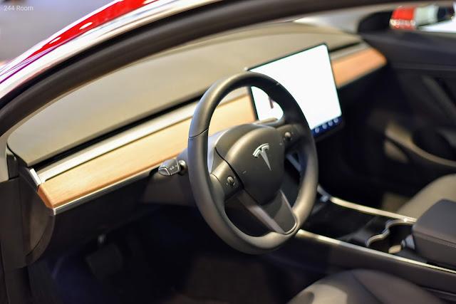 テスラモデル3運転席