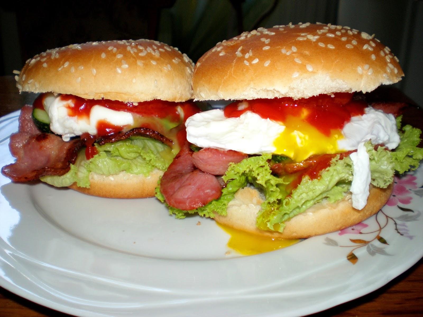 Sandwich cu bacon crocant și ou poșat
