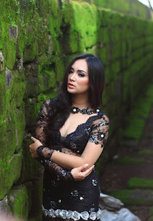 galeri Fotografi Foto model Igo Cantik Devi dari Makassar indonesia