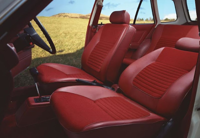 Luxurious Honda Civic Country Station Wagon Interior in Red