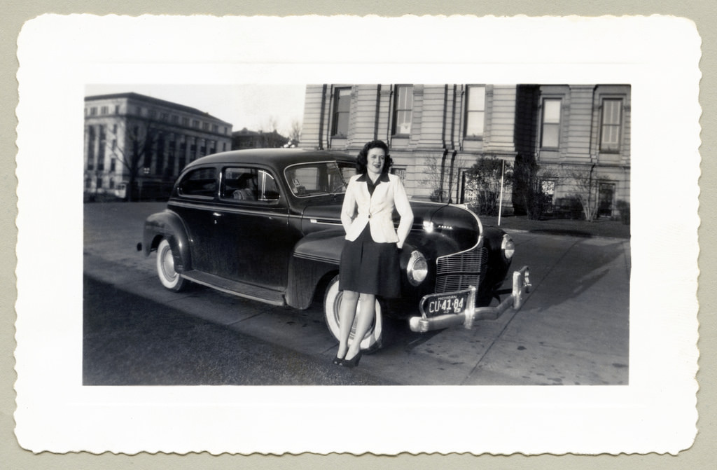 Interesting Vintage Snapshots Of American Ladies Posing With