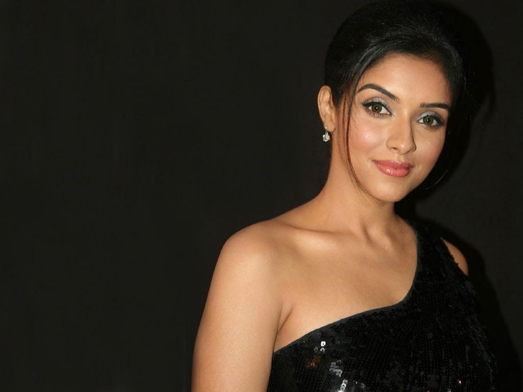 Indian Actress Asin Hot Photos And Hd Wallpapers Gallery -5399