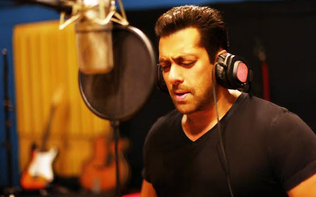 Watch: 'Hero' Salman Khan sings a love ballad for Sooraj Pancholi and Athiya Shetty