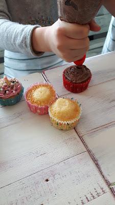 Kindergeburtstag: Cupcakes dekorieren
