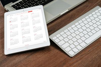 Ordenador y calendario