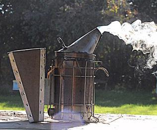 Άρχισαν τα όργανα: Περιορισμός των μελισσοκομικών καπνιστηριών στα δάση το καλοκαίρι...