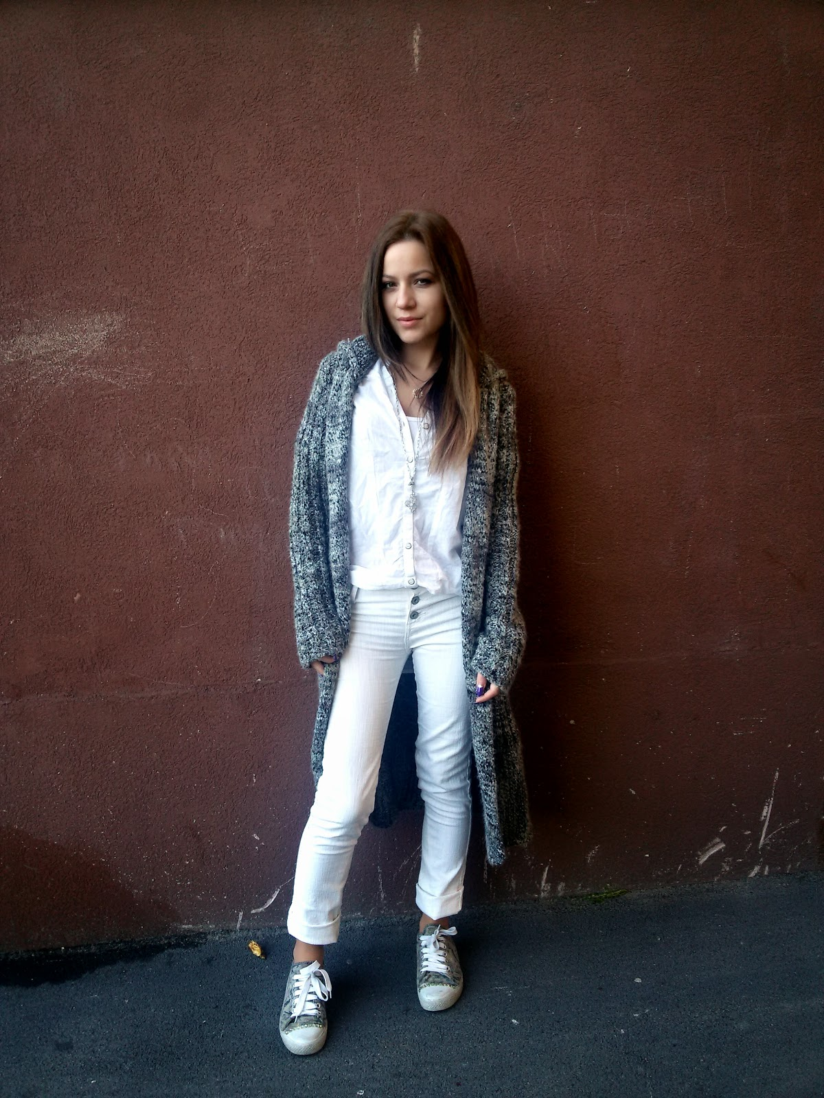 outfit, white t-shirt, white jeans, converse, grey sneakers, long cardigan, dainty jewelry