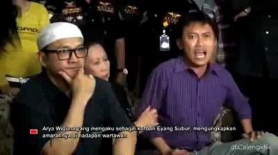 http://asalasah.blogspot.com/2013/05/16-video-terbaru-arya-wiguna-yang-bikin.html