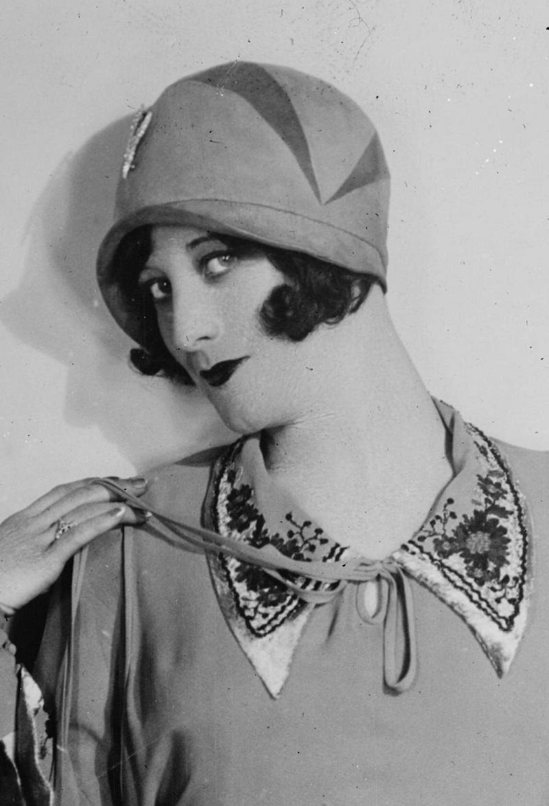 25 vintage portraits of beautiful women with cloche hats