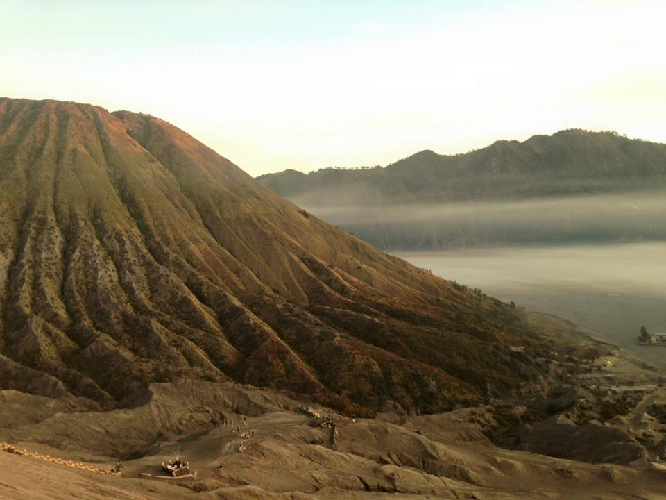 The image of the sun rising over the crater of the Mt. Bromo is something still clearly stuck in my head. It's one of those experiences that I will never delete from my mind. Anyway, it's been kind of difficult to reach the top of the mountain ( because we took a wrong road and our car was to heavy- 6 people + backpacks...), but once we got on the top, we had the most delicious nasi goreng ( fried rice) of our lives! The trips to see the sunrise over the crater usually start at 3. am and I suggest you to take a guide because it's super dark and you don't see the way!
