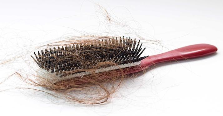 cabelo cai quando está sujo