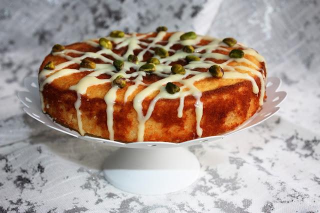 un'ottima torta la bergamotto  con ganache al cioccolato bianco e pistacchi