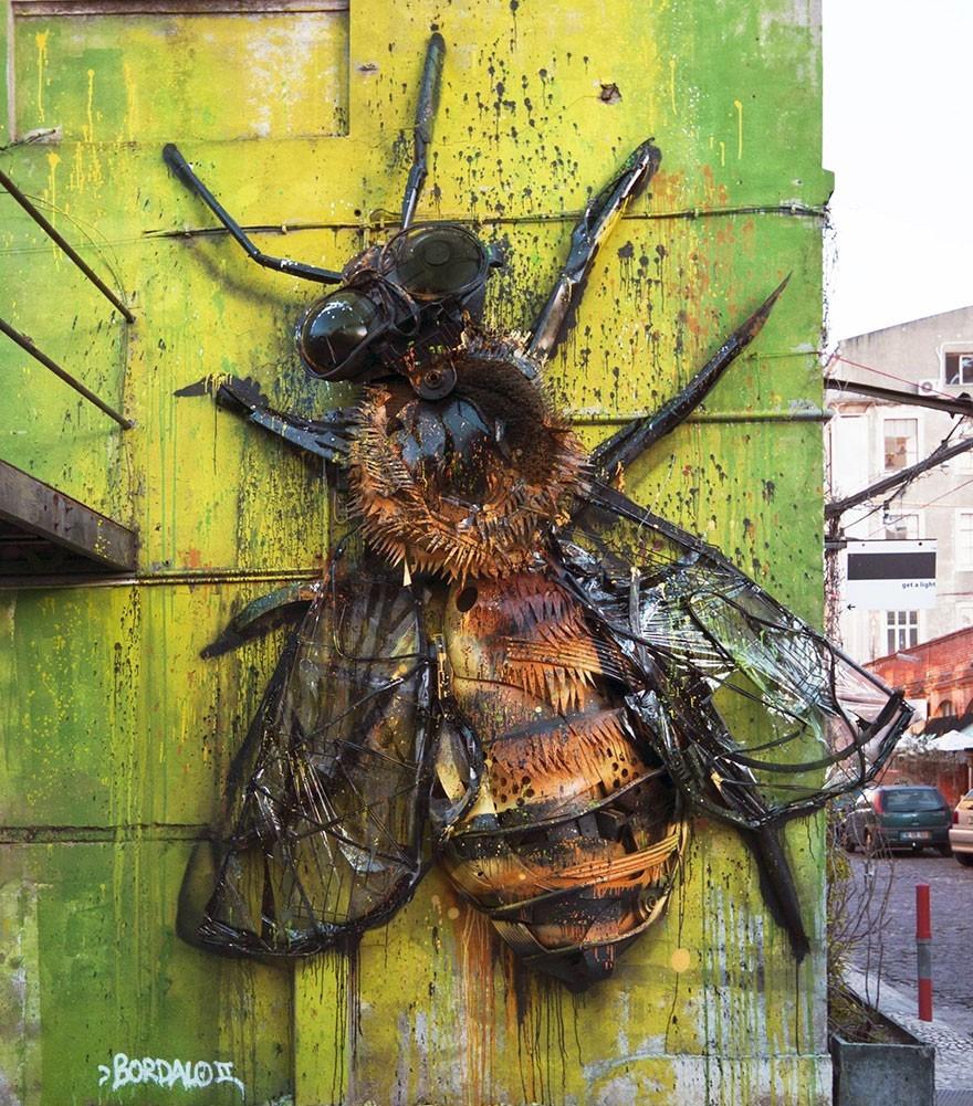Lebah Raksasa - Seni Lukisan Binatang Menakjubkan Dan Kreatif Dari Bahan Sampah