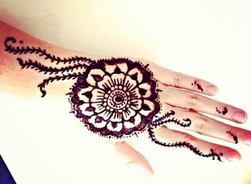 Gambar Henna Tangan 7