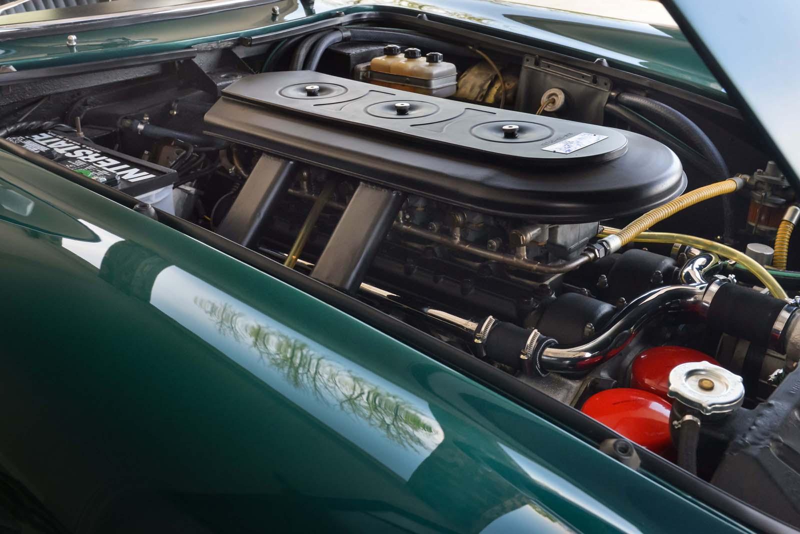 Vào thời kỳ năm 60 mà xe đã được trang bị động vơ V12, thật khủng khiếp