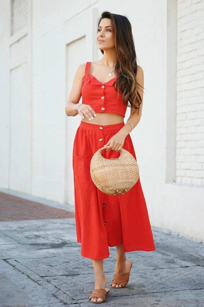 25+ Chilly Fall Outfits That Are Chic and Easy | Crop Cami Top & Flare Skirt+ Handbag