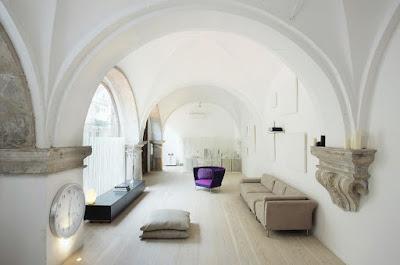 гостиная с арочным потолком
