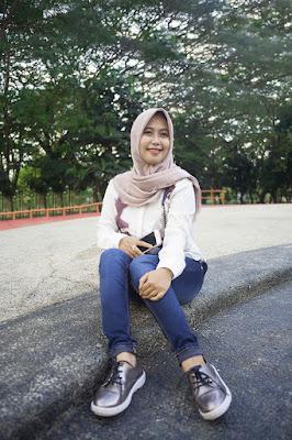 gambar model hijab yang simpel gambar model hijab yang simple gambar model hijab yang mudah gambar model hijab yang cantik gambar model hijab yang sederhana gambar model hijab yudisium mahasiswi bugis cantik di UNM