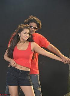 Romantic Stills from Tamil movie Jeyikkira Kuthira 009.jpg
