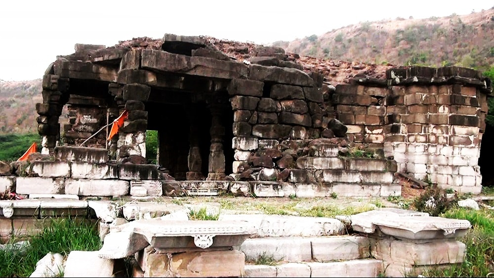 old_temple_lonar_lake_sarover_jhell_lonar_beautiful_place_6