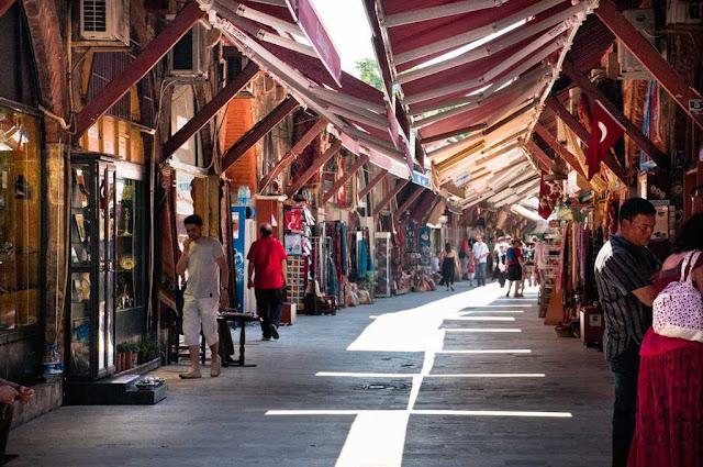 Compras no Bazar Arasta em Istambul na Turquia