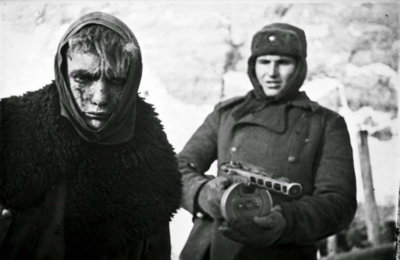 A German prisoner of war escorted by a Soviet soldier with a PPSh-41, 1943.
