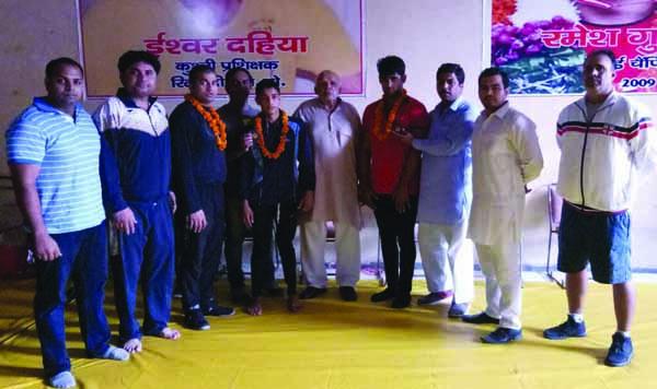 रविन्द्र पहलवान व आकाश पहलवान ने अंडर 17 वर्ग में  कांस्य पदक जीतने पर जोरदार स्वागत