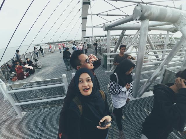 pengunjung jembatan baru kenjeran
