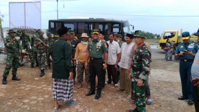 Prajurit TNI Bantu Percepat Proses Pembangunan Pasca Gempa di Provinsi NAD